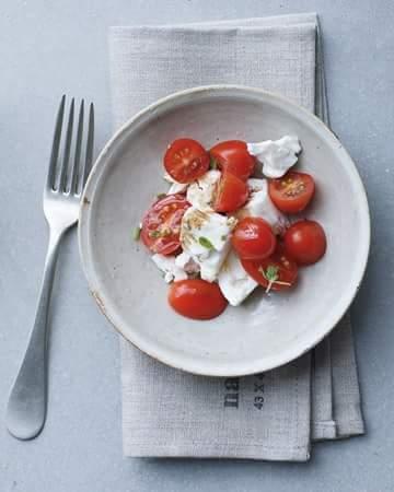 Retete pentru pranz: salata de branza de vaca cu rosii cirese
