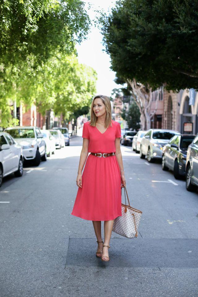 Tinuta cu rochie office rosie de vara si curea in talie