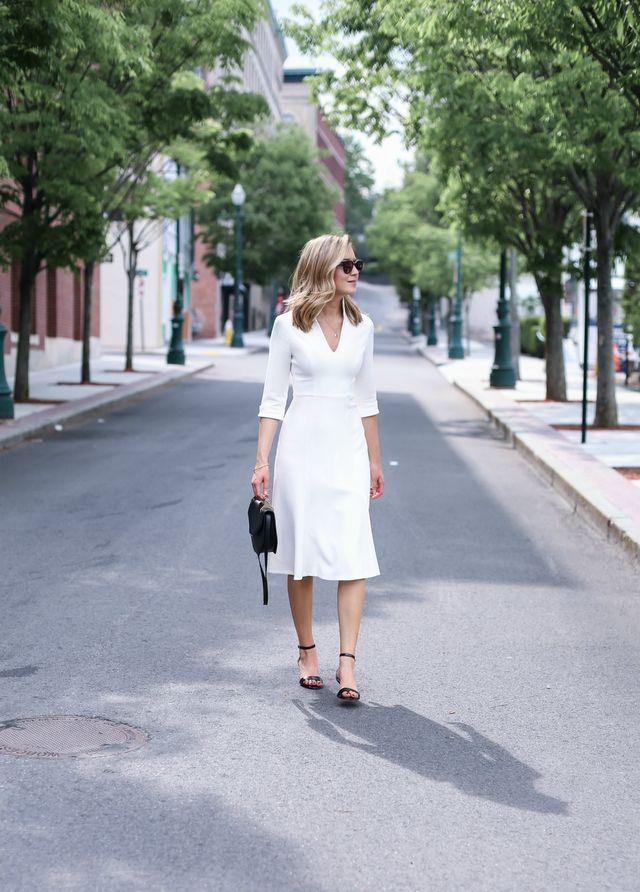 Idei tinute office dama cu rochie alba de vara