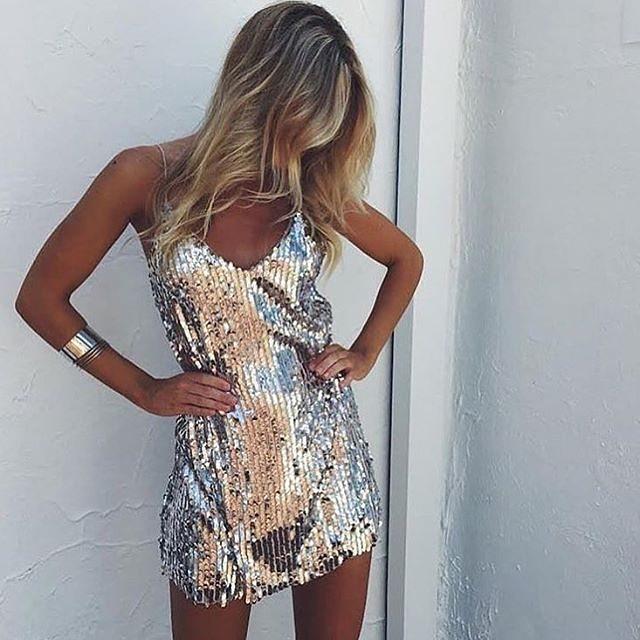 Tinuta de club vara cu rochie lucioasa