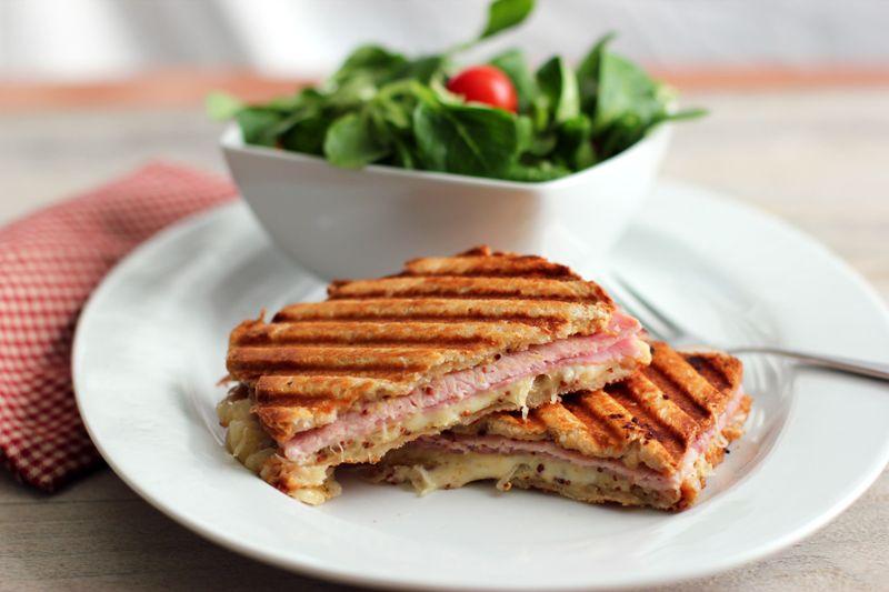 Retete pranz cu mini sandvisuri preparate cu sunca presata