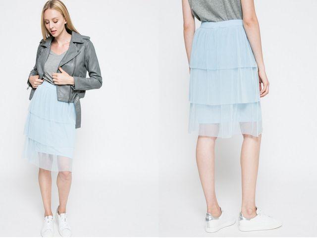 Fusta bleu din tulle la moda anul acesta