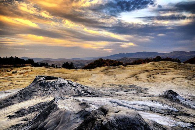 Obiective turistice din Romania | Vulcanii noroisi