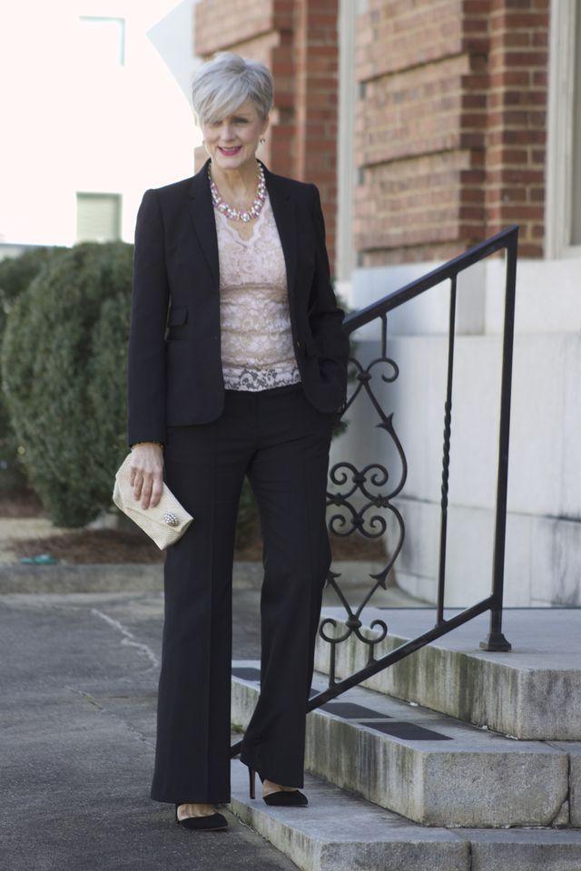Tinute de seara elegante cu pantaloni pentru femei de peste 50 de ani