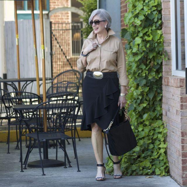 Tinuta eleganta de seara cu fusta pentru femei de peste 50 de ani