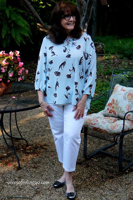 Tinute elegante de zi primavara cu camasa pentru femei de peste 50 de ani