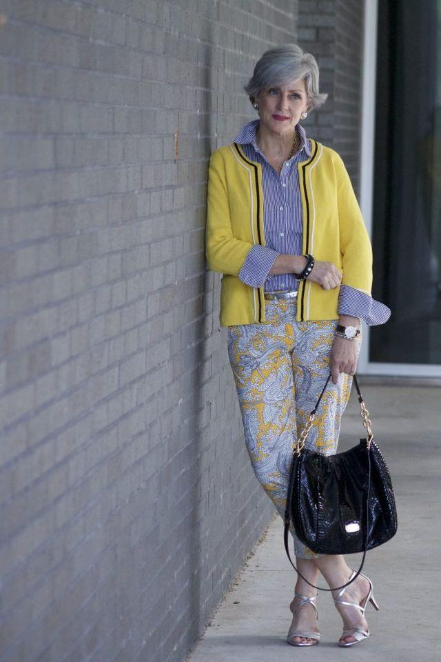 Tinute elegante de primavara cu pantaloni pentru femei de peste 50 de ani