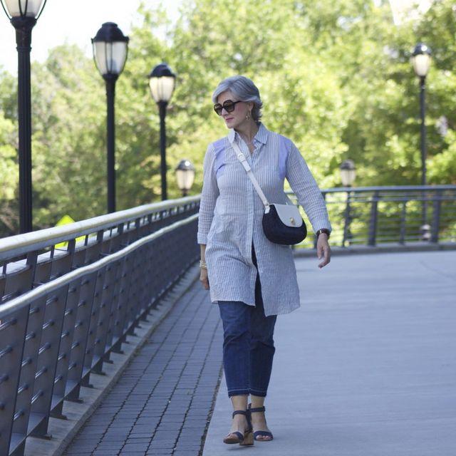 Tinute elegante de zi vara cu camsa lunga pentru femei de peste 50 de ani